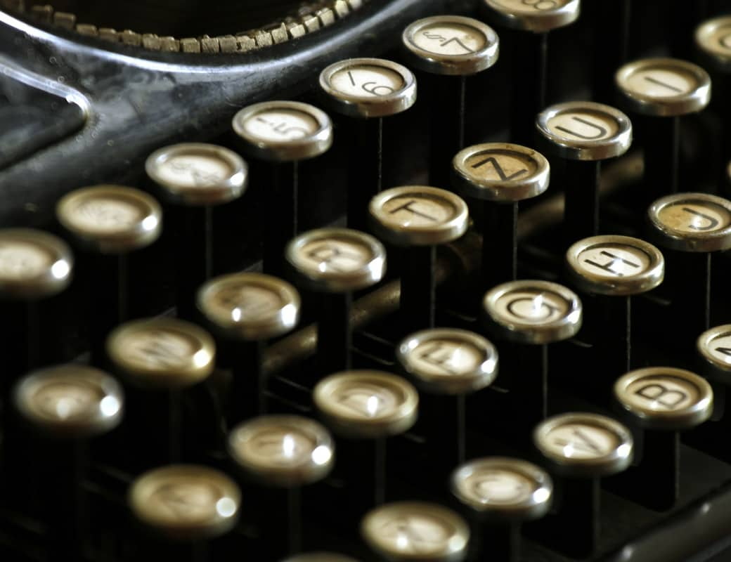 typewriter-472850_1040x800